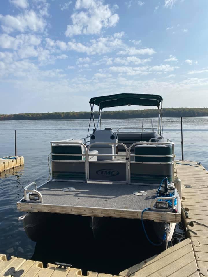 Pontoon Boat Rentals at Pats Landing